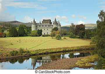Path to Inverary Castle