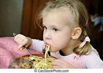 The little girl eats macaroni - The little girl eats tasty...