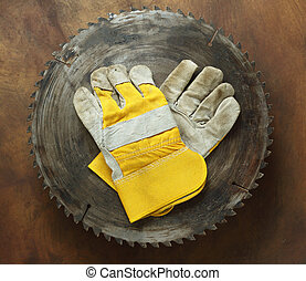 circular saw and gloves