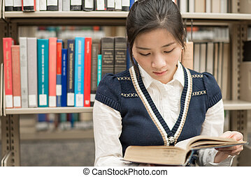 menina, sentando, chão, leitura, livro