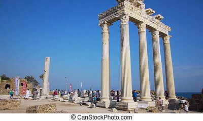 Crowd of tourists near the Temple of Apollo ruins in Side -...