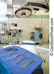 Primer plano, de, quirúrgico, herramientas