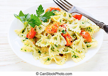 Farfalle pasta with roasted tomato wedges, food closeup