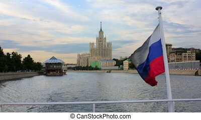 Boat trip in moscow - Boat trip with russian flag and view...