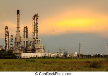 tarde, ocaso, en, petróleo, refinería
