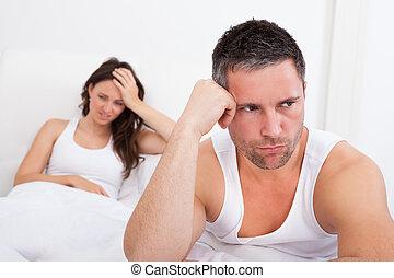 frustrado, pareja, en, Cama