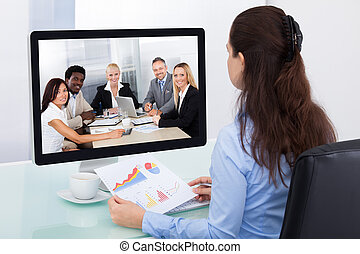 mujer de negocios, Mirar, vídeo, conferencia