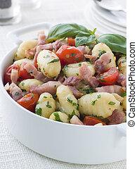 tigela, gnocchi, Toucinho, tomate, manjericão,...