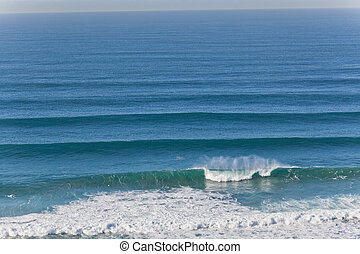 Ocean Swell Wave Horizon - Ocean wave swells coming from...