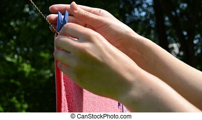 clip pin take off hand