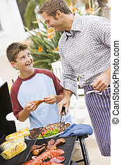 padre, y, hijo, barbequing