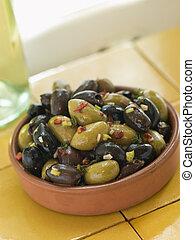 plat, mélangé, fait mariner, olives
