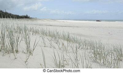 4x4 On Beach - 4x4 drives along the beach on Stradbroke...