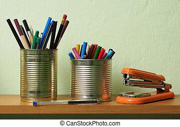 Upcycling, escritura, accesorios, estaño, lata