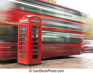 Red Phone cabine and bus in London.