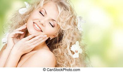 feliz, mujer, flores, pelo