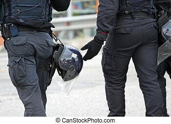 helmet, uniform, Bulletproof jacket, cops in riot gear...