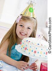 年輕, 女孩, 穿, 黨, 帽子, 生日, 蛋糕, 微笑