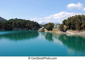 Guadalhorce lake, Andalusia. - View of the lake and...
