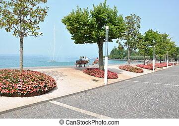 Bardolino, town on lake Garda - Bardolino, town on lake Lago...