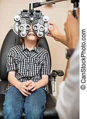niño, el experimentar, ojo, examen, con, Phoropter