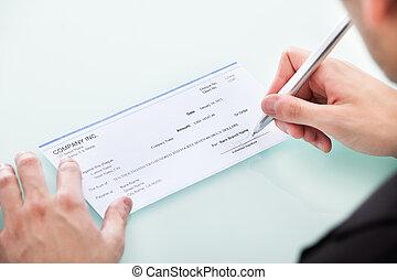 homem negócios, Assinando, ligado, cheque