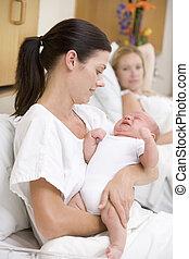 Novo, mãe, chorando, bebê, hospitalar