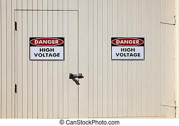 高く, 電圧