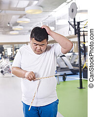 overweight man in gym - how am i gonna lose this weight!
