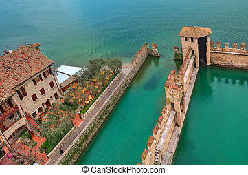 Scaliger castle surrounding wall on Lake Garda. - Fragment...