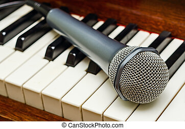 Microphone on piano