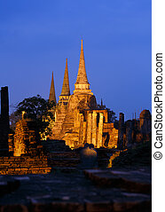 Wat Phra Si Sanphet sunset. - Sunset on the Wat Phra Si...