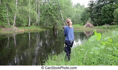 girl set float pond
