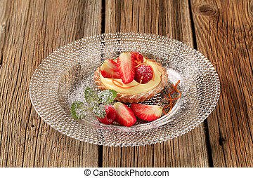 Custard tart topped with fruit