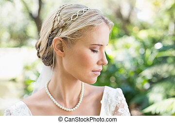 rubio, novia, Llevando, perlas