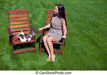美しい, 休む, 女, 庭, 若い, 持ちなさい, 楽しみ
