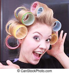 divertido, feliz, niña, bigudíes, pelo,...