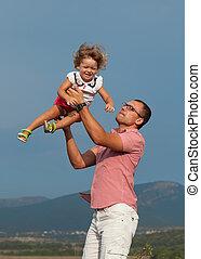 pai, filha, tocando, montanhas