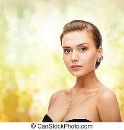 mujer, Llevando, brillante, diamante, pendientes, colgante