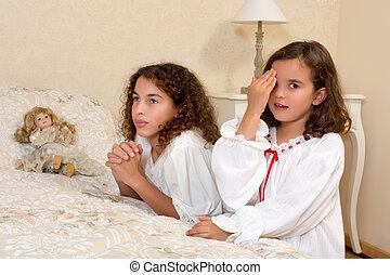 Vintage girls praying - Adorable victorian girls kneeling in...
