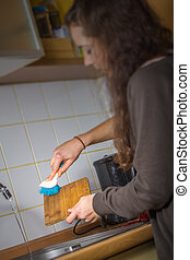 woman cleaning the dishes
