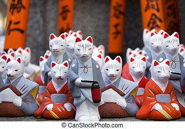 Religious fox statues - Little fox statues at Fushimi Inari...