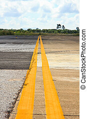 Double Yellow Lines in airport side of taxiway