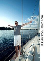 heureux, jeune, homme, yacht