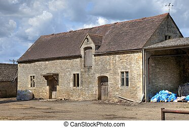 Cotswold barn - Old, high-status farm barn, Cotswolds,...