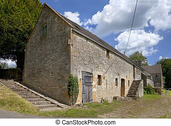Cotswold barn - Old stone-built Cotswold barn with dovecote,...