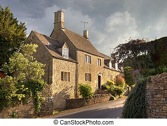 Cotswold house in the pretty village of Ebrington,...