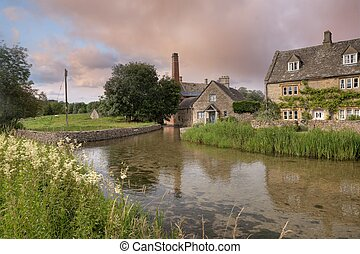 Pretty Cotswolds village