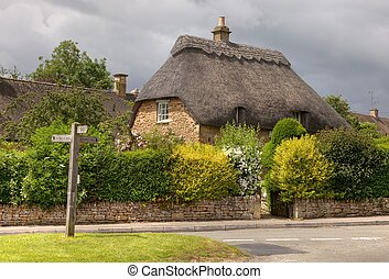 Thatched cottage - Pretty thatched stone cottage, Cotswolds,...