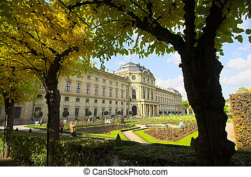 Wurzburg Residence palace and people - Fa�ade of...